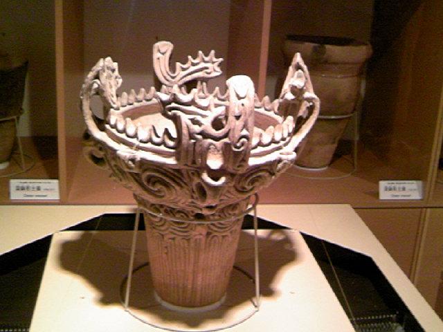 国宝 火焔型土器 縄文中期 十日町市博物館